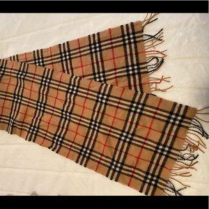 Burberry lambs wool scarf